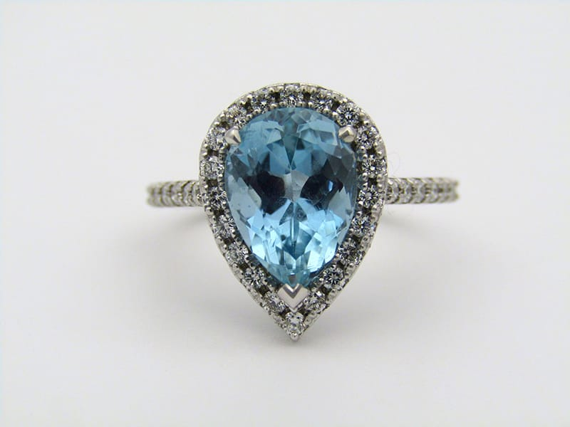 14kt white gold ring set with a pear-shaped<br>aquamarine and 34 round brilliant diamonds.<br>Gross weight: 4,6 grams <br>Aquamarine: 2.80cts<br>Diamonds: 0.54cts .