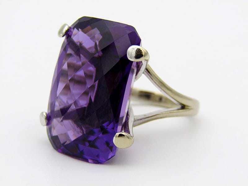 18kt white gold amethyst ring set<br>with a large checkerboard-cut amethyst. <br>Gross weight: 18,4 grams<br>Amethyst: 42.38cts.