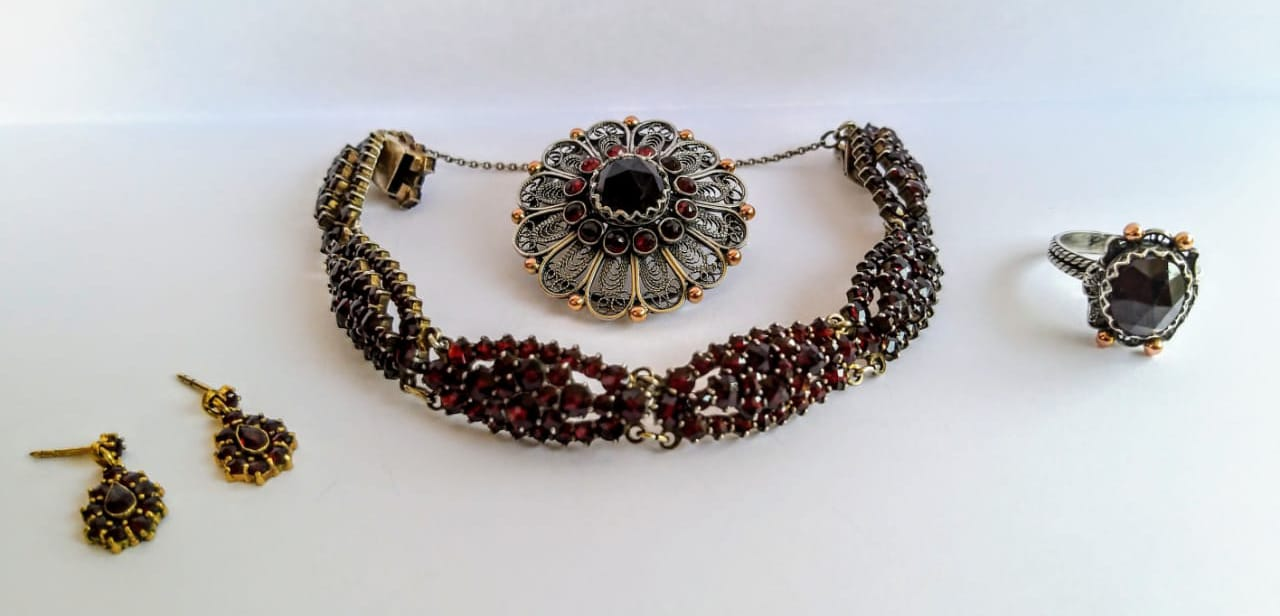 A selection of antique garnet jewellery.