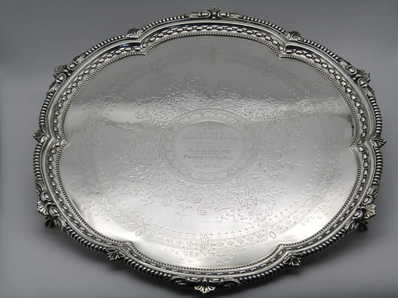 A large silver tray by Harrison Brothers & George Howson. Sheffield 1904. <br>Weight: 2500 grams .