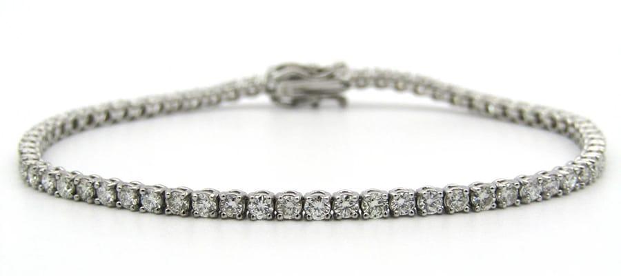 18K white gold tennis bracelet set with 67 round brilliant cut diamonds totalling 3.35cts.