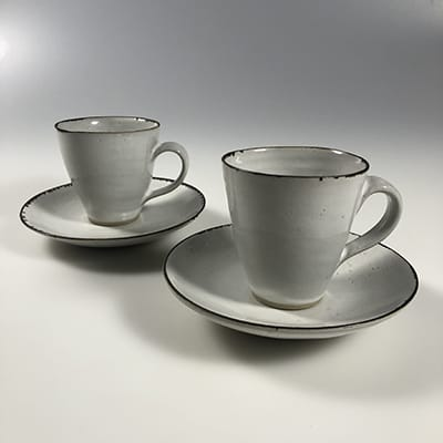 Lucie Rie (Austria/UK 1902-95). Coffee cups & saucers, c.1957. Studio Albion Mews, London. Stoneware with white tin glaze and manganese dioxide on rim.Impressed L.R. monogram. H : 7,5 cm D : 12,5 cm.