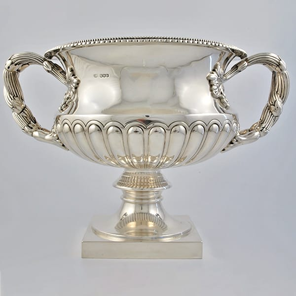 George V silver Warwick vase shaped wine cooler<br> or rose bowl marked for Sheffield 1923. <br>Made by Atkin Brothers, it weighs 3,63 kg.